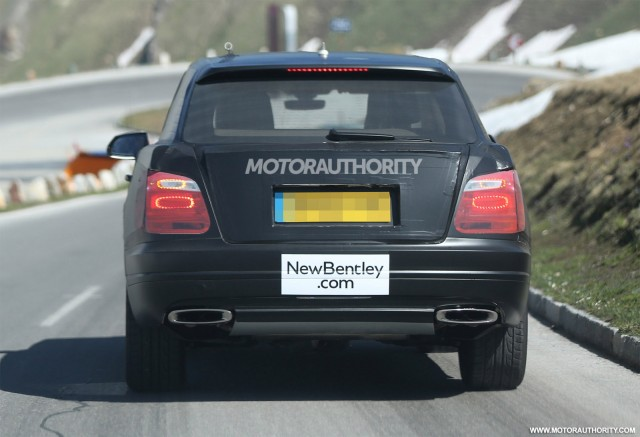 2015 - [Bentley] Bentayga - Page 2 2016-bentley-suv-spy-shots_100469181_m