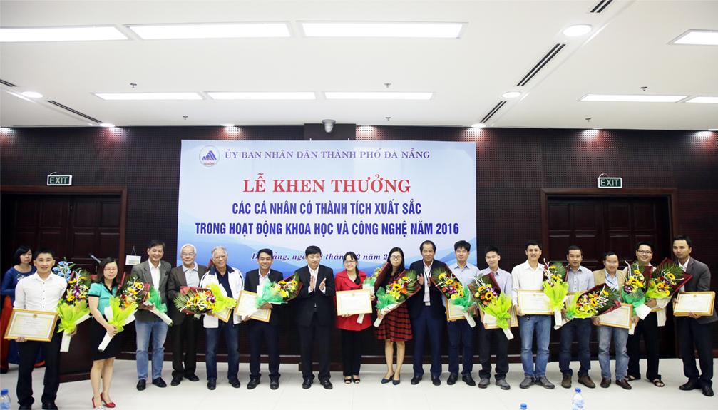 Đà Nẵng vinh danh các nhà khoa học ĐH Duy Tân Anh_DMLM