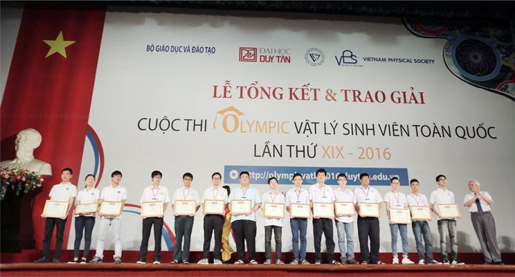 Sinh viên ĐH Duy Tân đoạt giải Nhất Olympic Vật lý toàn quốc 2016 Anh_4_xiqa