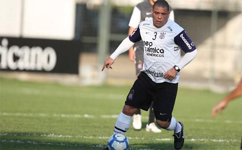 Ronaldo ục ịch chạy trên sân 1654405545_Untitled_3