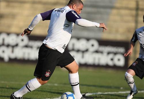 Ronaldo ục ịch chạy trên sân 827969322_Untitled_1