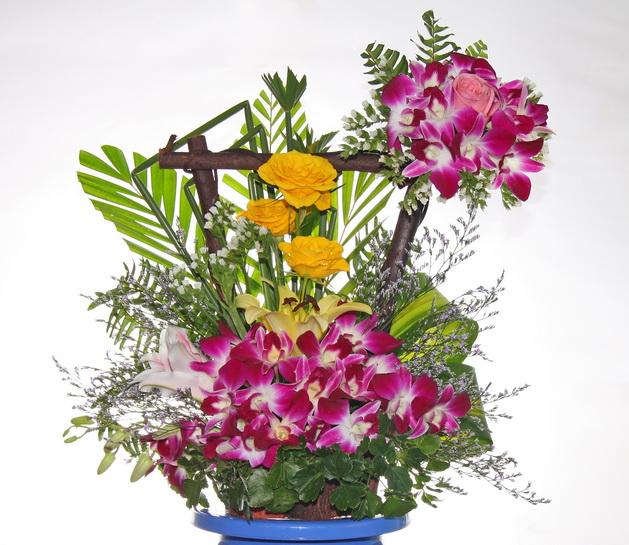 Câu lạc bộ handmade: Hướng dẫn cách cắm hoa và thuyết trình cắm hoa ngày 20/10 Huong-dan-cach-cam-hoa-va-thuyet-trinh-cam-hoa-ngay-2010_1412824312_2