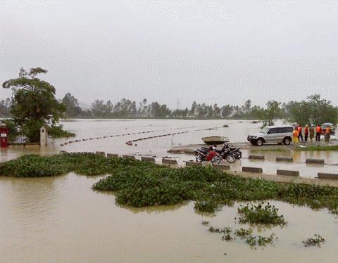 Chùm ảnh: Quốc lộ 1A thành dòng sông lớn Images2053137_IMG00241