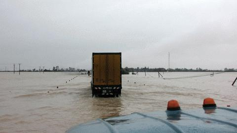 Chùm ảnh: Quốc lộ 1A thành dòng sông lớn Images2053211_h16