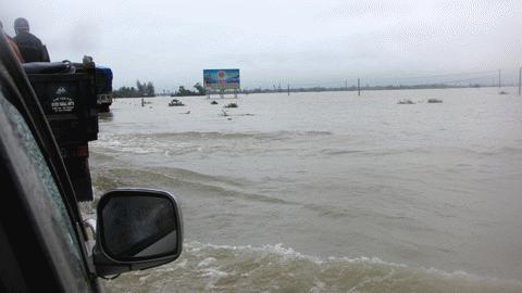 Chùm ảnh: Quốc lộ 1A thành dòng sông lớn Images2053212_h26