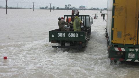 Chùm ảnh: Quốc lộ 1A thành dòng sông lớn Images2053215_h19
