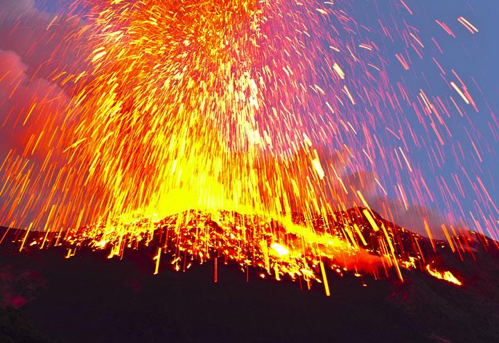 Fuertes explosiones en el Volcán Stromboli Stromboli_i57915