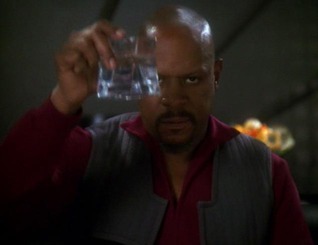 Une image Benjamin_Sisko_toasts_the_good_guys