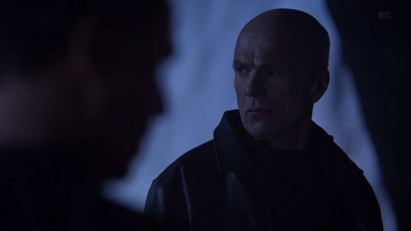 Teen Wolf (II) - Page 3 Teen_Wolf_Season_3_Episode_8_Visionary_Michael_Hogan_Gerard_Argent_out_hunting