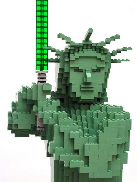[Lego] Les sculptures en briques ! - Page 2 Lego-Statue-of-Liberty-Jedi-lego-923416_450_600