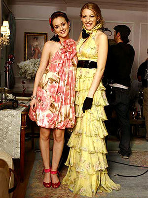 Blake Lively and Leighton Meester - Page 4 S-B-33-serena-and-blair-1334997-300-400