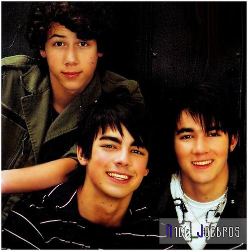 Joseph`s album Jonas-brothers-joe-jonas-1903606-494-500