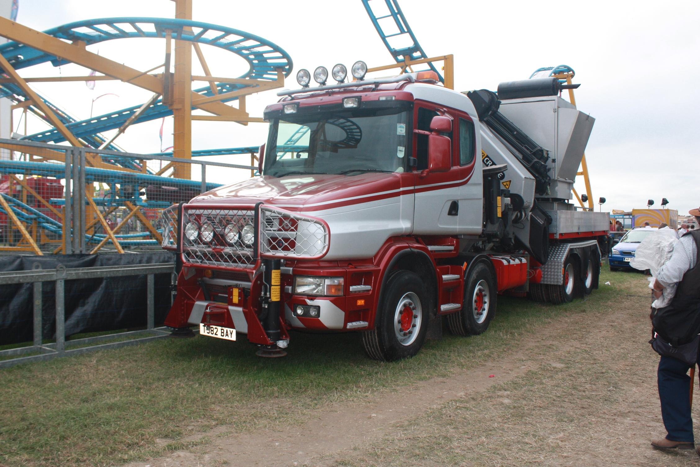 scania azienda Palfinger_crane_on_bonneted_Scania_8x4_at_GDSF_08_-_IMG_1033