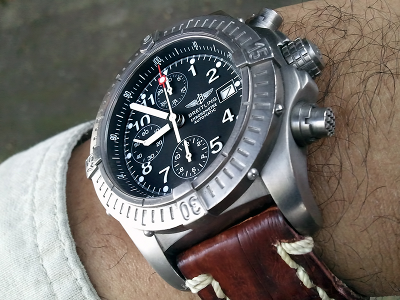 Breitling Watch Company Reitling_ChronoAvenger_jaw_B02-vi