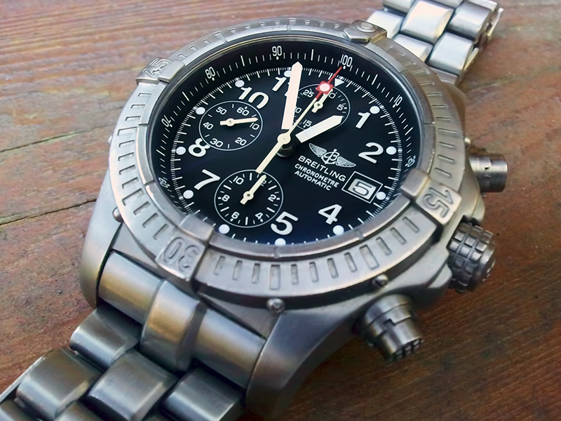 Breitling Watch Company Reitling_ChronoAvenger_jaw_B01-vi