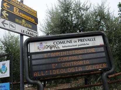 «Paese profondamente cristiano», Sindaco installa cartelli «per il rispetto delle nostre tradizioni» Prevalle_MGTHUMB-INTERNA