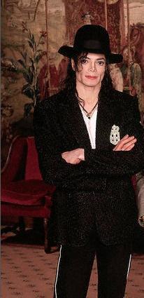 Raridades: Somente fotos RARAS de Michael Jackson. - Página 4 MJ-michael-jackson-10709421-206-425