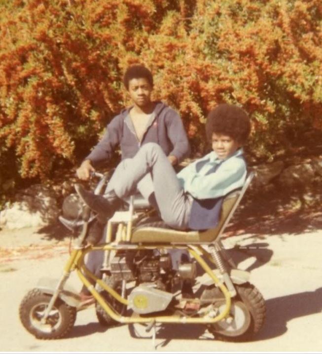 Raridades: Somente fotos RARAS de Michael Jackson. - Página 4 Motorbike-michael-jackson-10709192-653-717