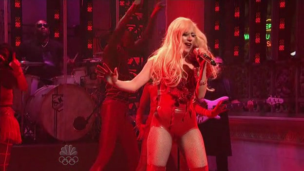 [US] LADY GAGA x SNL Lady-GaGa-Performs-Paparazzi-In-Saturday-Night-Live-10-03-09-lady-gaga-11586482-624-352