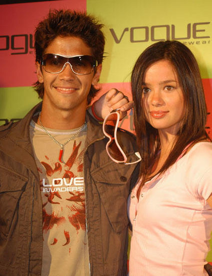¿Cuánto mide Dafne Fernández? - Real height Verdasco-and-girl-fernando-verdasco-11568511-423-550