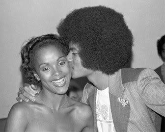 Immagini Michael Jacksons' Kiss - Pagina 9 Kiss-I-love-you-Michael-michael-jackson-11751641-336-269