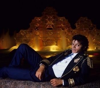 Michael Jackson in posa (anke come modello era bellissimo) - Pagina 5 Sexy-in-Firelight-michael-jackson-8888107-350-310