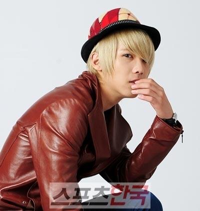 boy or girl???? Lee-Hong-Ki-ft-island-9005849-400-422
