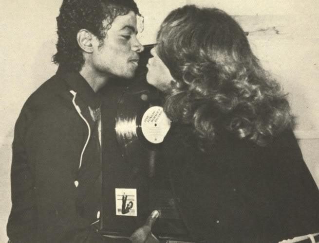 Immagini Michael Jacksons' Kiss - Pagina 9 Kiss-for-Suzanne-michael-jackson-9543962-655-500