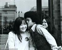 Immagini Michael Jacksons' Kiss - Pagina 9 LUCKY-fan-kiss-michael-jackson-9544214-200-161