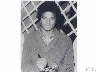 Raridades: Somente fotos RARAS de Michael Jackson. - Página 3 MJ-X-michael-jackson-9669640-400-300
