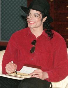 Raridades: Somente fotos RARAS de Michael Jackson. - Página 6 306264_1256401685895_232_300