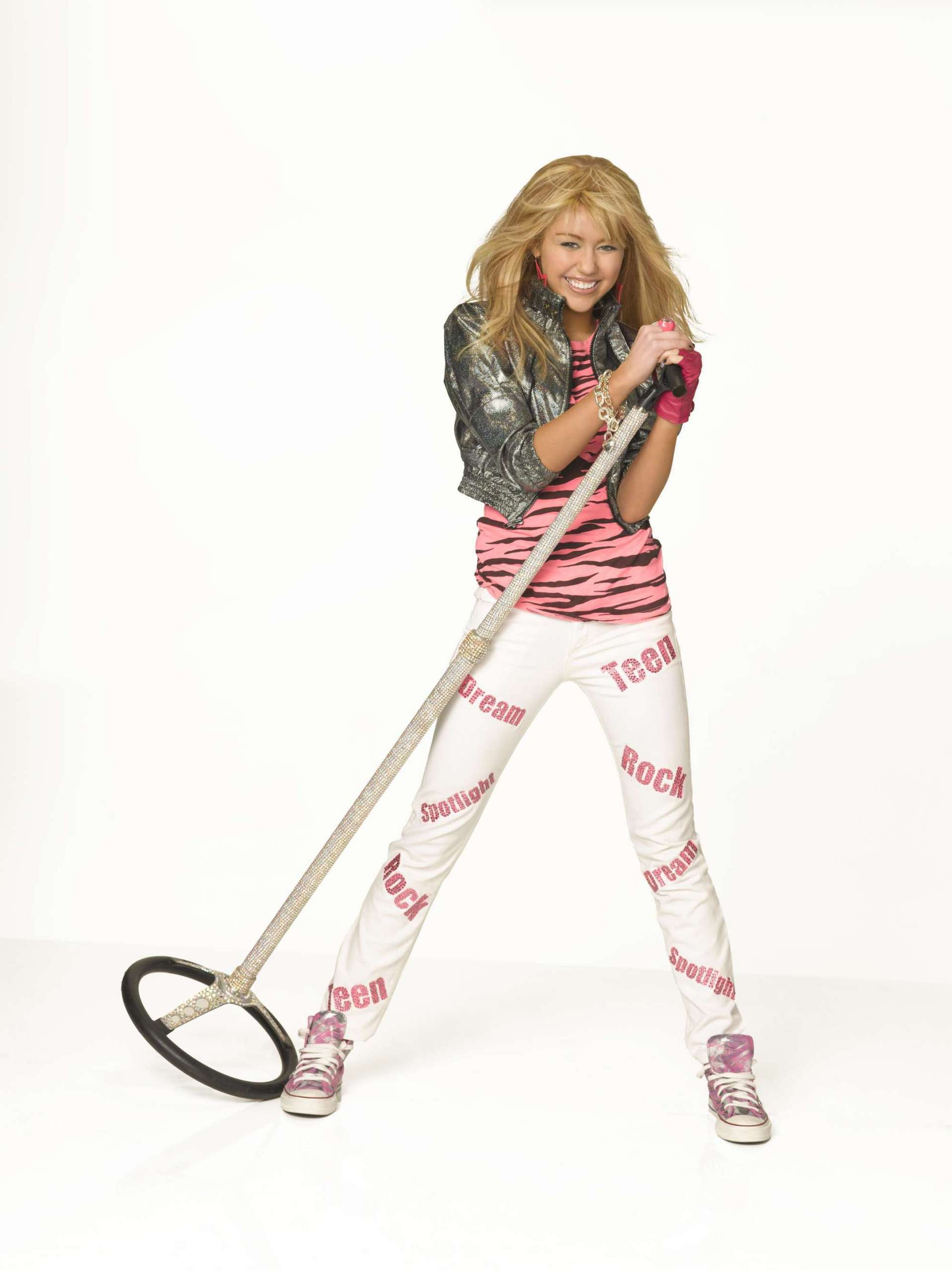 صور هانا مونتنا Hannah-Montana-S3-Promos-hannah-montana-2787384-1918-2560