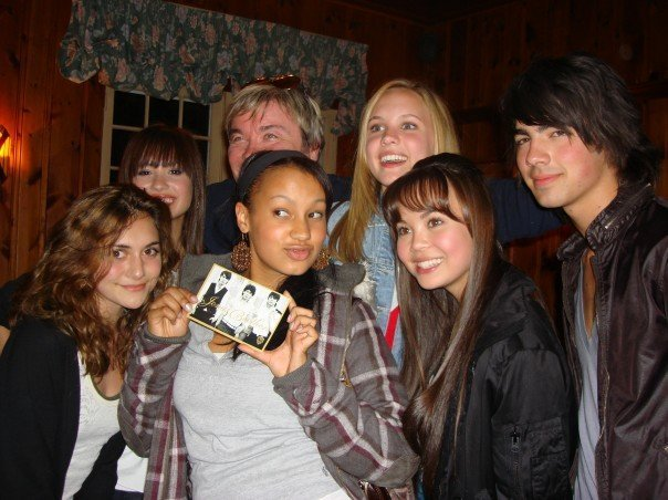 ````Camp Rock``` - Page 6 Camp-rock-behind-the-scenes-camp-rock-3378422-604-452