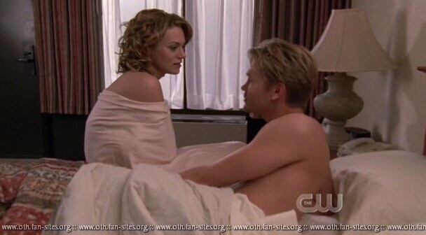 Leyton photos - Page 3 Lucas-and-Peyton-Best-Moments-leyton-6654172-608-336
