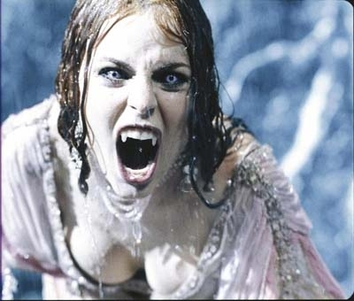 vài pic vam ney bà kon ^^ Vampire-Girl-vampires-6758081-400-340