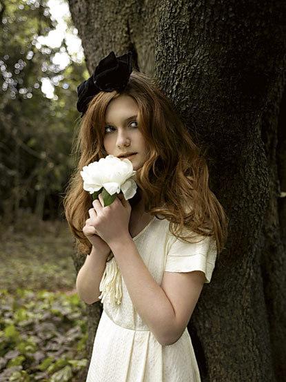 Gostosas - Página 14 Evening-Standard-Photo-Shoot-Bonnie-Wright-bonnie-wright-6860659-415-553