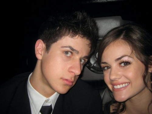 Pretty Little Liars. - Page 4 David-Lucy-at-Prom-david-henrie-and-lucy-kate-hale-6951064-500-375