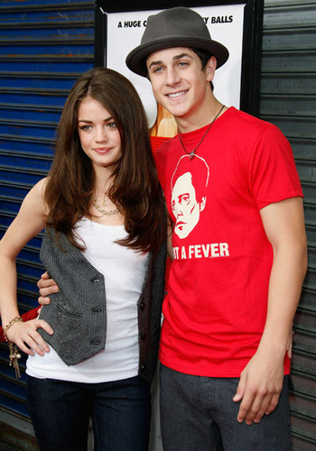 Pretty Little Liars. - Page 4 David-Lucy-david-henrie-and-lucy-kate-hale-6951004-350-500
