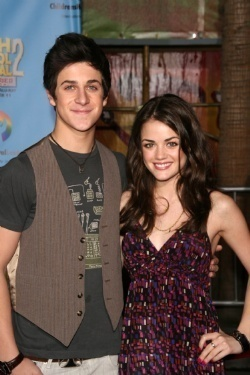 Pretty Little Liars. - Page 4 David-Lucy-david-henrie-and-lucy-kate-hale-6951036-250-375