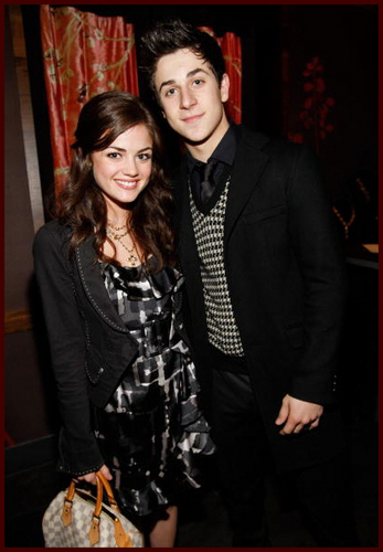 Pretty Little Liars. - Page 4 David-Lucy-david-henrie-and-lucy-kate-hale-6951038-347-500