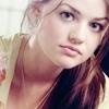La floraison de l'amour est méditation Lucy-Hale-lucy-hale-7053238-100-100