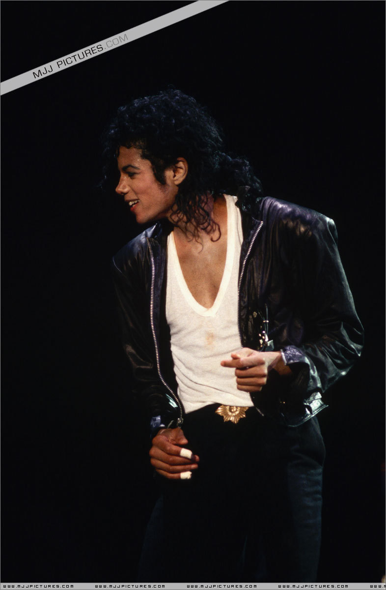 "Immagini era ""BAD"" - Pagina 21 MJ-Bad-World-Tour-michael-jackson-7089174-786-1200"