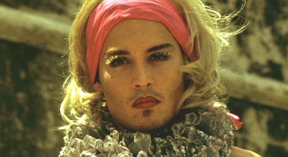Johnny Depp - Страница 5 Before-Night-Falls-2000-johnny-depp-7429054-945-516