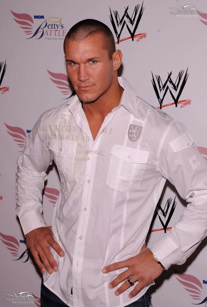 صور للمصارع الأفعى randy orton  Randy-Orton-randy-orton-7846035-425-629