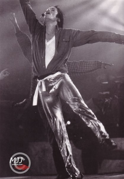 How HOT is that! - Page 4 -Gold-Pants-Dahoo-michael-jackson-8444788-419-604