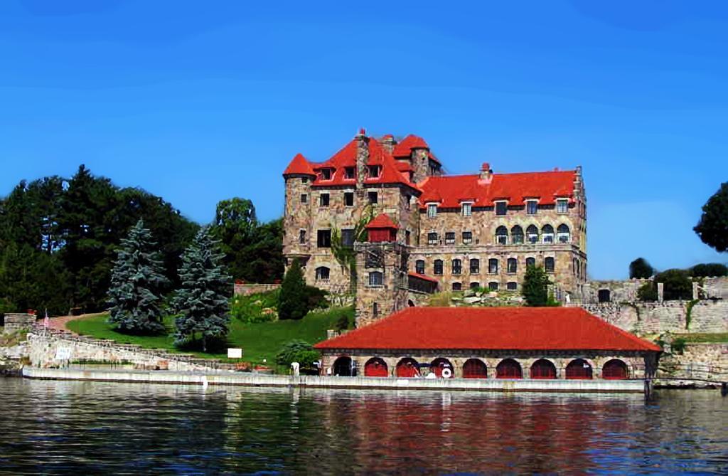 un château - ajonc - 18 juillet 2016 trouvé par Martine  Singer-castle_9967341_l
