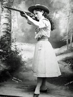 أشهر 10 قناصين في العالم Annie_Oakley