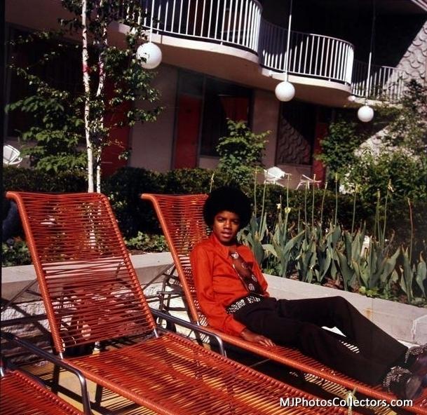 Raridades: Somente fotos RARAS de Michael Jackson. Rare-mj-michael-jackson-15085388-609-592