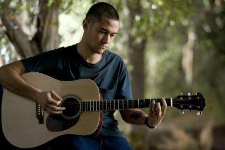 @MisterGassko Joe-and-Guitar-joseph-gordon-levitt-15310060-454-303