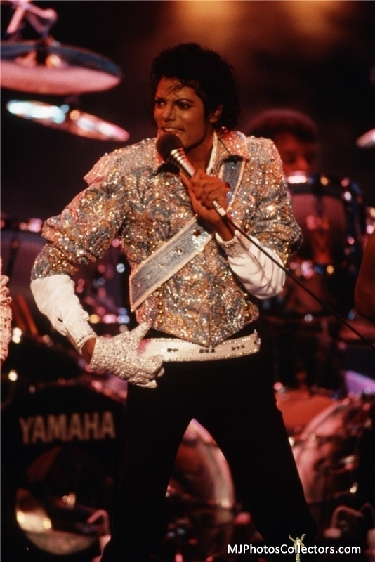 "Immagini era ""THRILLER"" - Pagina 27 Michael-Jackson-The-Jacksons-VictorY-Tour-1984-michael-jackson-17890331-534-800"